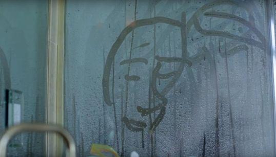 미셸 공드리의 새 뮤직비디오는 한시도 눈을 떼지 못하게