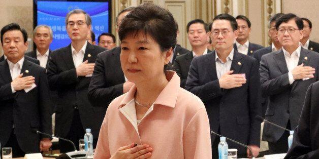 '비상시국' 선언한 박 대통령은 장관들에게 '골프'를