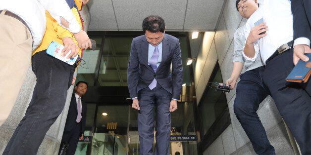 '스폰서' 의혹 김형준 부장검사는 고개를 숙였지만, 혐의는