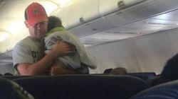 이 남자가 비행기에서 '임신한 엄마'에게 보인 호의에 승객들이