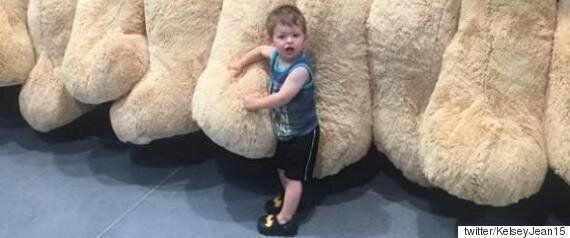 할아버지가 정말 정말 큰 곰인형을 사주셨다(사진,