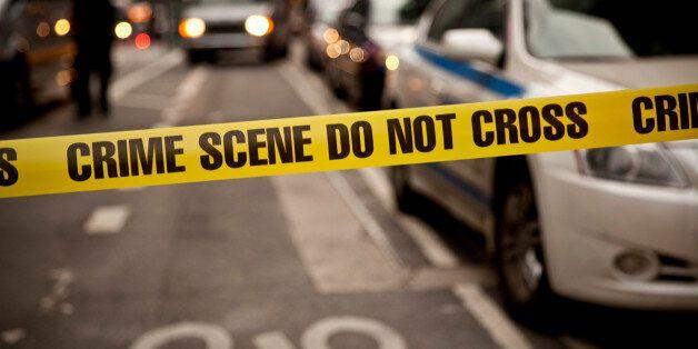 20대 여성이 직장 상사가 껴안는 걸 피하다 건물에서 떨어져