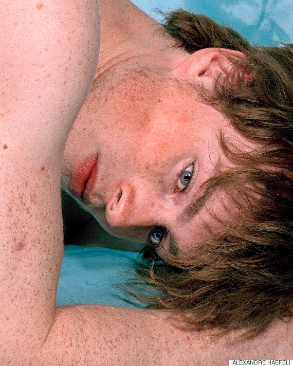 이 아티스트는 남성의 성적 매력을 사진에