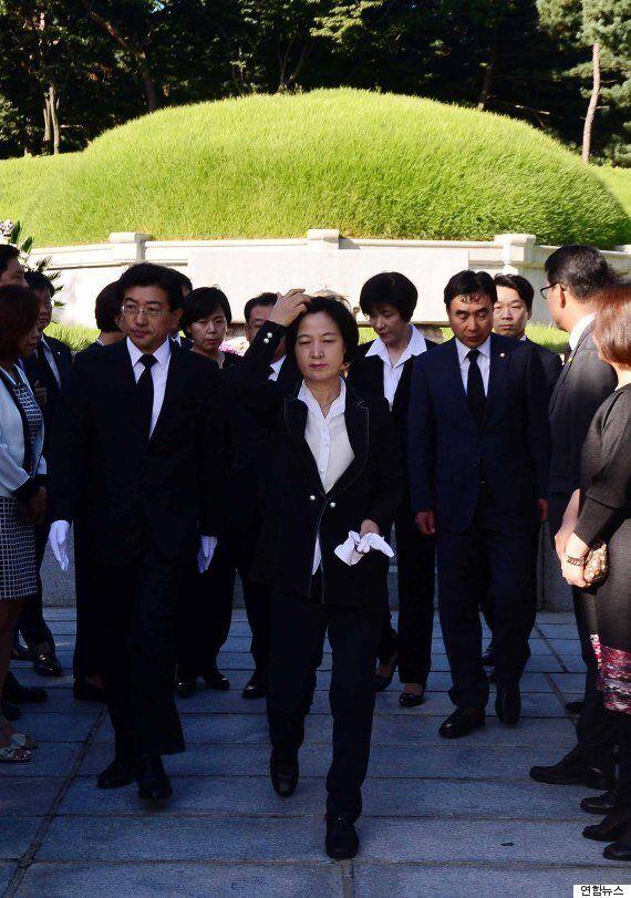 추미애 신임 더민주 대표의 첫 공식일정은 전직 대통령 묘역