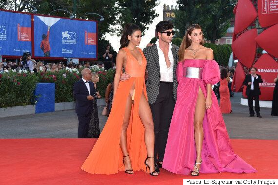 베니스 영화제에 참석한 이 모델들의 드레스는 정말 과감했다