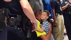 순직한 경찰관의 아들에게 20명의 아빠가