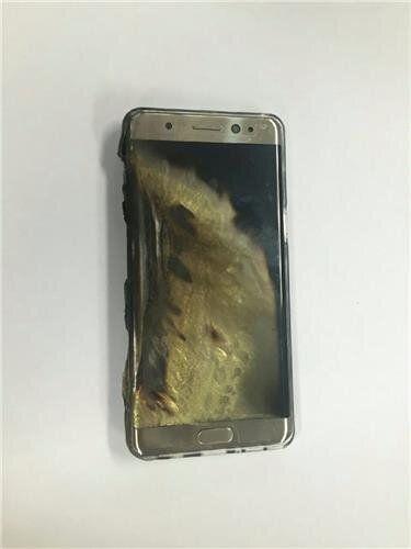 삼성 갤럭시노트7이 충전 도중 폭발했다는 제보가 잇따르고