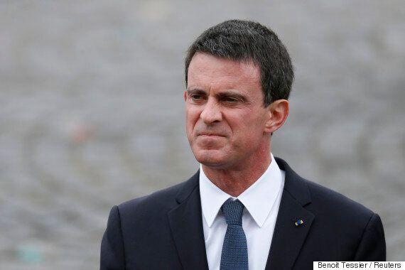끝없는 조롱을 불러온 프랑스 총리의 '벗은 가슴'