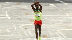 이 세레머니로 인해 목숨 잃을 위기에 처한 에티오피아 선수를 위해 전 세계가