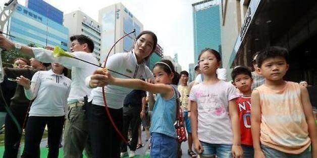 학부모들이 '올림픽 키즈'를 만들겠다며 양궁장으로