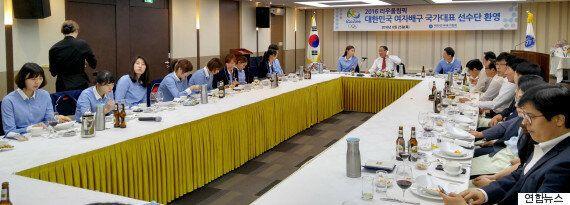 배구협회가 여자배구 대표팀의 회식을 '공개적으로'
