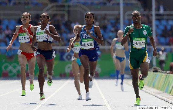 이 육상선수는 2등을 했지만, 꼴지 선수가 들어올 때까지 경기장을 떠나지