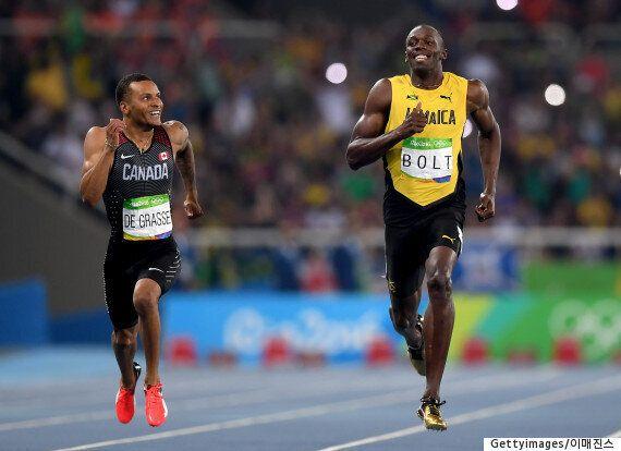 두 남자가 200m를 19초대로 주파하며 담소를