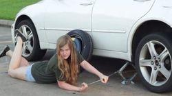 이 영상은 여성도 혼자 타이어를 갈 수 있다는 걸 보여준다