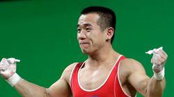 뉴욕타임스가 북한의 역도선수 엄윤철의 나이 조작 의혹을