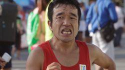 끝에서 2등을 기록한 이 마라톤 선수가 1등만큼 환호받은