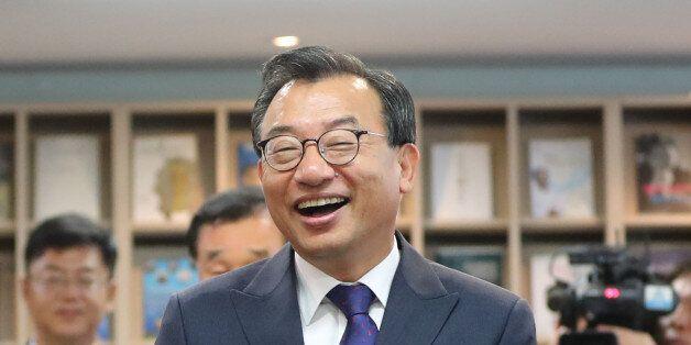 박 대통령이 '복심' 이정현을 축하하기 위해 내놓은 음식은 무척
