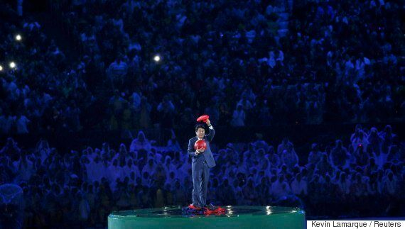 슈퍼마리오로 분장한 아베의 올림픽 폐막식 등장에 전 세계로부터 엄청난 반응이