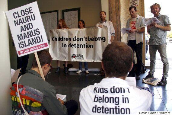 호주의 역외 난민 캠프에서 벌어지고 있는 끔찍한