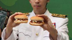 군대 간 남친에게 시를 쓰면 부대로 햄버거를