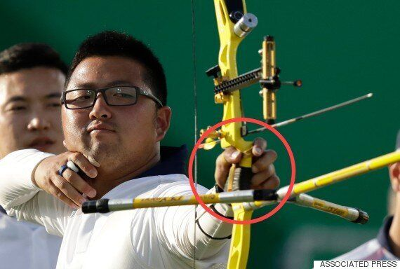 남자 양궁 대표팀 주장 김우진의 왼손은