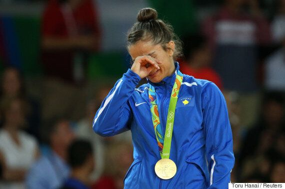 이 여성이 코소보에 역사상 첫 올림픽 메달을