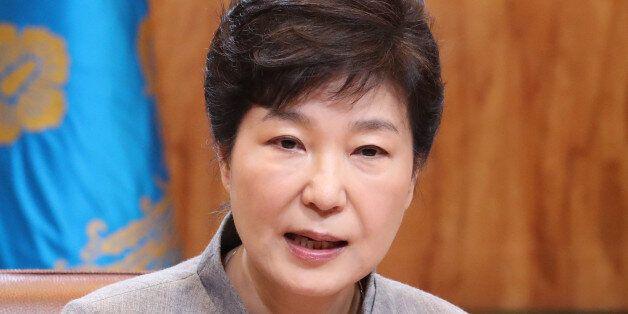 박근혜 대통령이 8일 오전 청와대에서 열린 수석비서관회의에서 발언하고