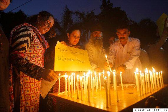 파키스탄 병원서 자살폭탄 공격으로 최소 70명 사망(사진,
