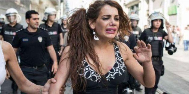 터키에서 트랜스젠더 여성이 강간당한 뒤 불에 타 죽은 채