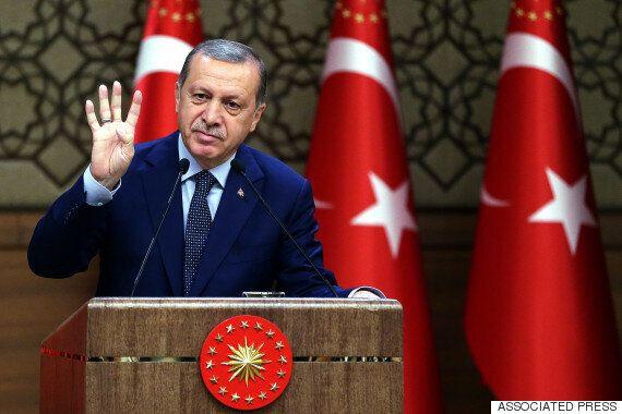 터키 법원, 쿠데타 지시 혐의로 에르도안의 '최대 정적' 귈렌 체포영장을