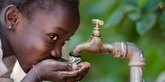 깨끗한 물이 부족한 아이들을 돕는 아주 간단한