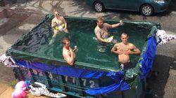 필라델피아 사람들이 대형 쓰레기통을 수영장으로