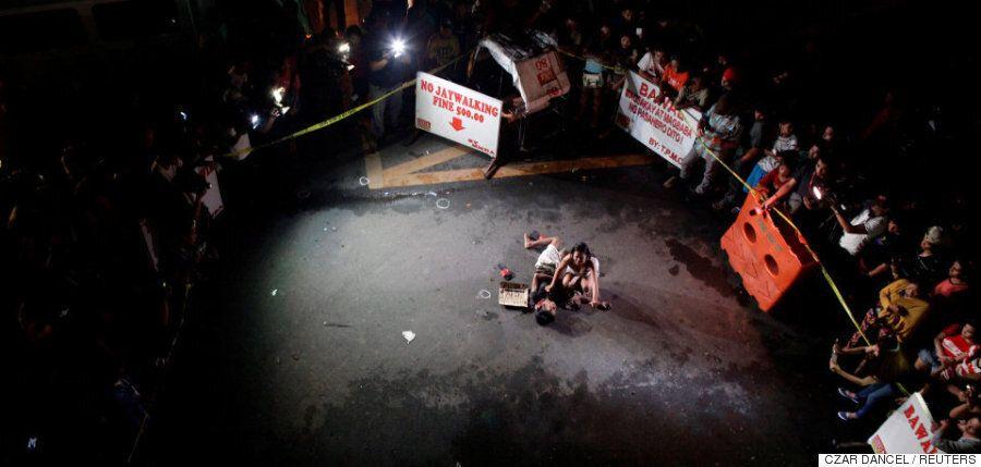 지금 필리핀에서는 마약 딜러의 시체가