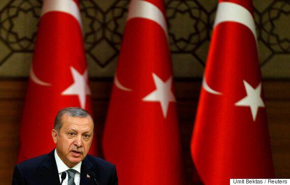 터키 정부는 장군 3분의 1을 숙청했고 언론사 130개를 폐쇄해버릴