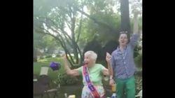 이 100세 할머니가 생일을 보내는 어마어마하게 쿨한