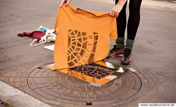 여행지의 맨홀 뚜껑으로 여행의 추억을 간직하는