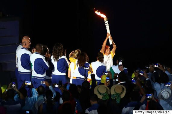 리우 올림픽 개막식의 성화 점화자는 펠레가