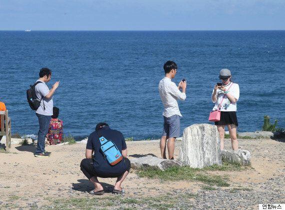 동해에서 해가 가장 빨리 뜨는 해변에 사람들이 우르르 몰리는