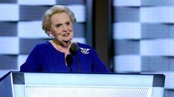 미국 전 국무장관 매들린 올브라이트의 브로치가 미국의 유리 천장을