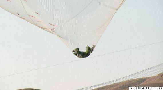 이 남자는 낙하산 없이 7,600m 상공에서