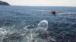 해운대 앞바다에 '삐라 운반용' 풍선이