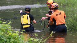 두 딸을 구하러 물에 뛰어든 아빠가