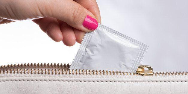 20대 여성 가방 속 콘돔, 세상을