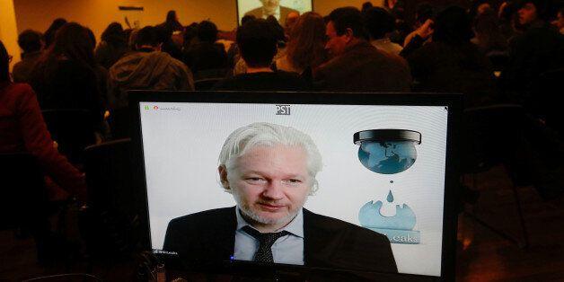 위키리크스는 아무 이유 없이 터키 여성들을 위험에