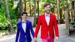 '색'다른 턱시도를 입고 결혼하는 신랑들