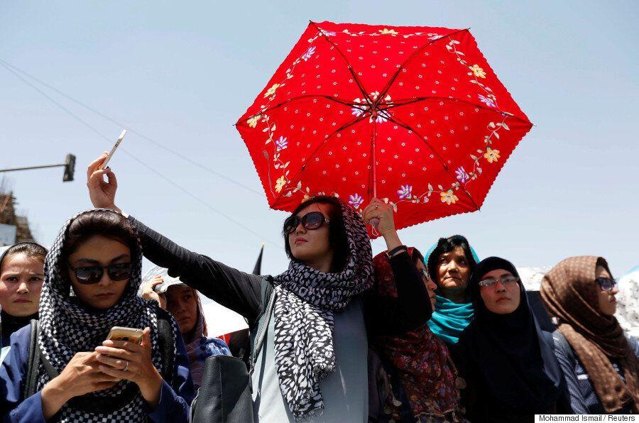 아프가니스탄 카불 테러 직전, 수천명의 하자라족 시위대는 '평등'을 외쳤다