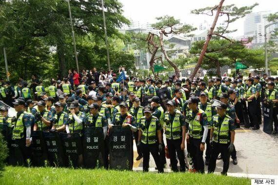 경찰 1600명이 이화여대에 들이닥쳤다(사진,