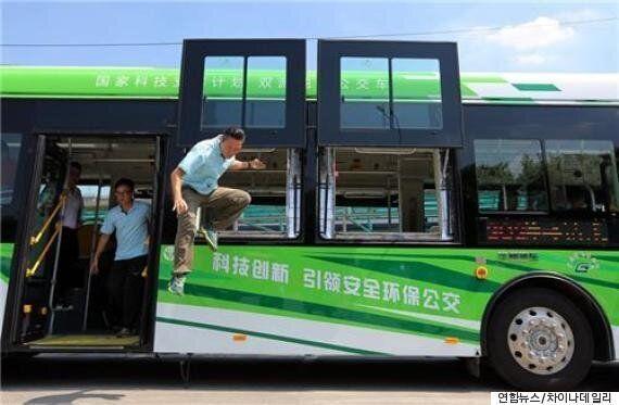 중국에서 승객들이 쉽게 탈출할 수 있는 버스가