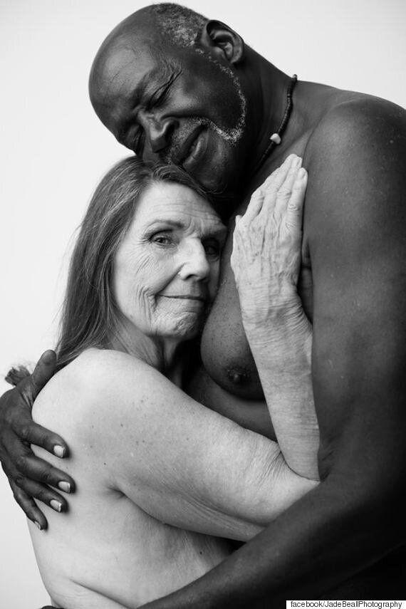 20년 동안 사랑해온 부부는 누드화보에서 이런 표정을 지을 수