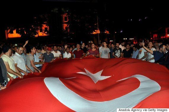 쿠데타 발생 후 터키 국민이 거리에 쏟아져